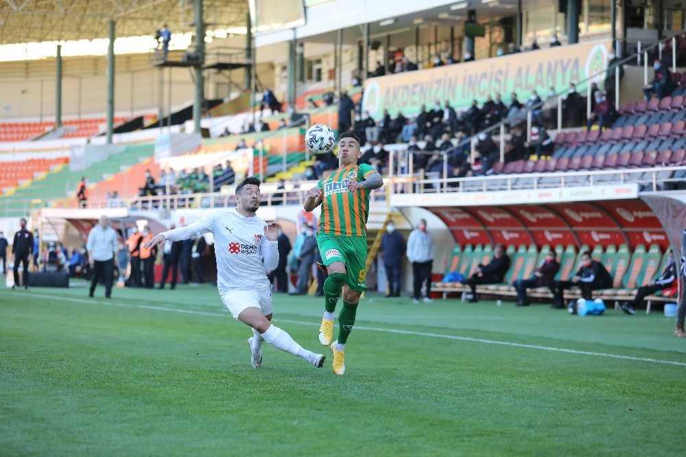 Süper Lig: Aytemiz Alanyaspor: 2 - DG Sivasspor: 0 (İlk yarı)