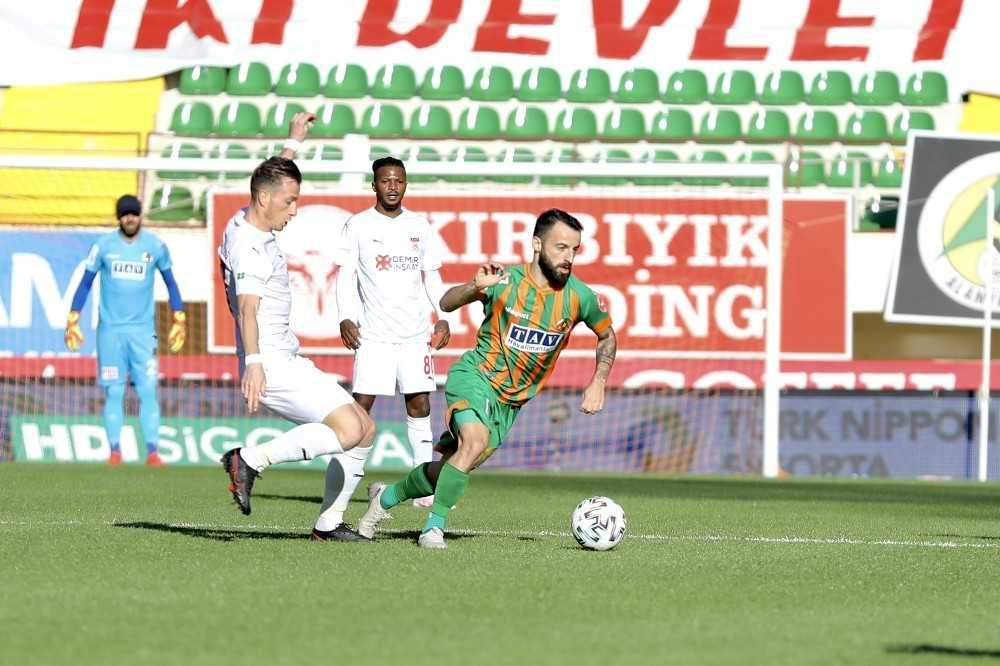 Süper Lig: Aytemiz Alanyaspor: 3 - DG Sivasspor: 1 (Maç sonucu)