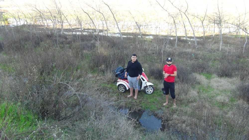 14 yıl önce kazada engelli kaldı, engelli bisikletiyle şarampole yuvarlandı