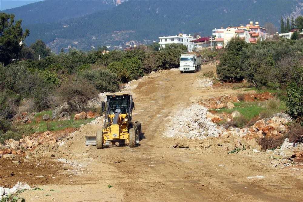 Alanya Belediyesi ALKÜ'ye 30 metrelik yeni bağlantı yolu açıyor