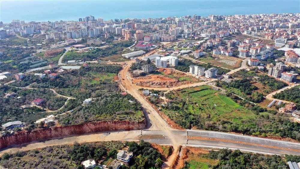 Alanya trafiğini rahatlatacak yol asfaltlanıyor