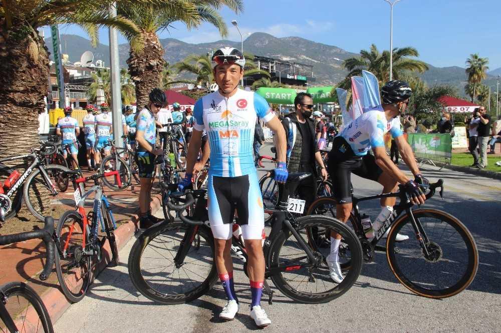 Alanya'da 16 ülkeden 170 sporcu pedal çevirdi