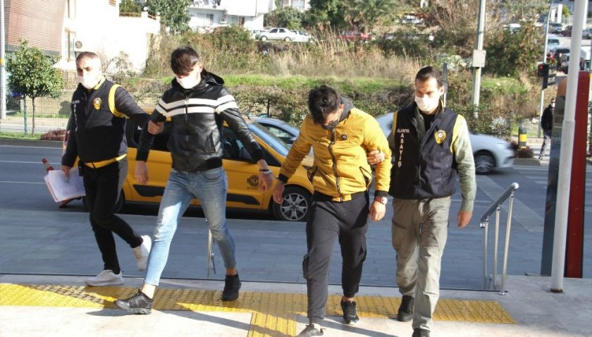 Alanya'da 4 motosiklet hırsızlığına karışan 3 şüpheli yakalandı