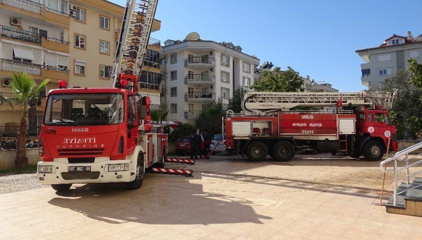 Alanya'da apartmanda yangın paniği