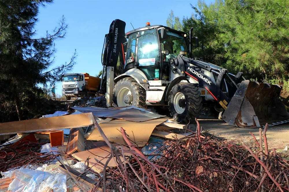Alanya'da ormanlık alandaki atıklar temizlendi