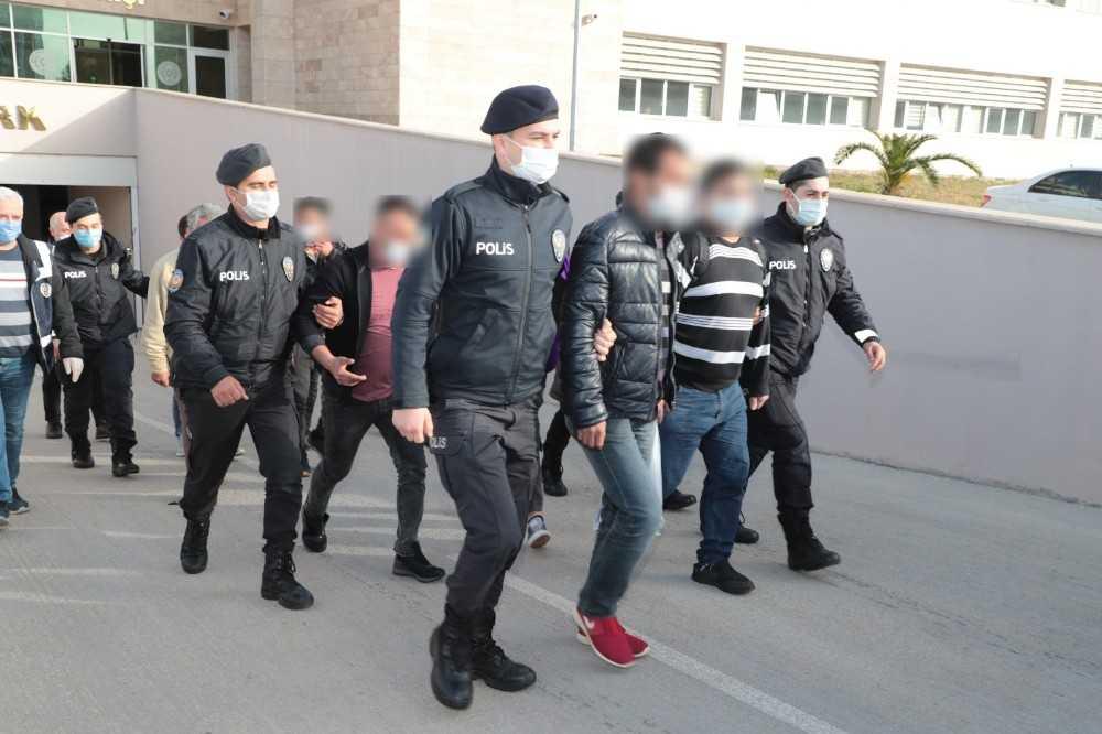 Antalya'da aranan 32 şüpheli yakalandı