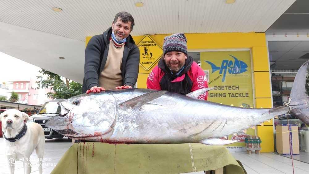 Antalya'da balıkçının oltasına 85 kiloluk orkinos takıldı