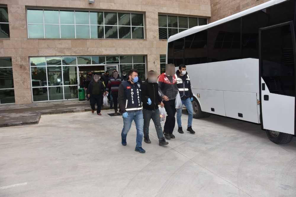Antalya'da eş zamanlı operasyonda aranan 37 kişi yakalandı