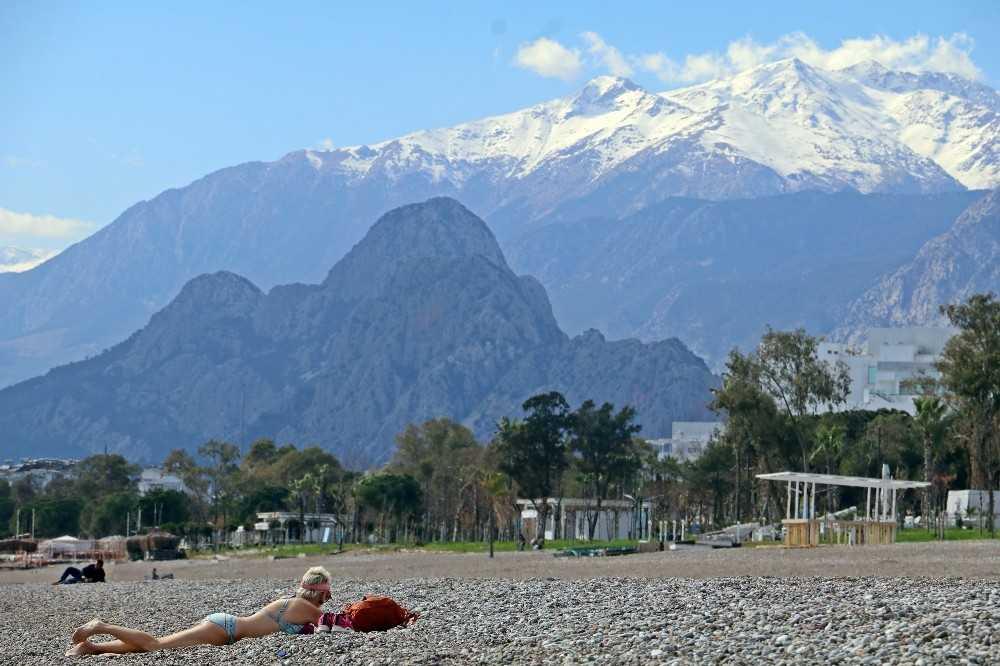 Antalya'da Şubat ayının ortasında kıskandıran görüntüler