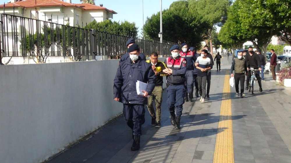 Çaldıkları jeneratör için ilan verip sivil jandarmaya satmaya kalkınca yakalandılar