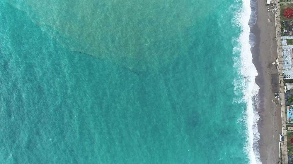 Dünyaca ünlü Konyaaltı Sahili 3 renge büründü
