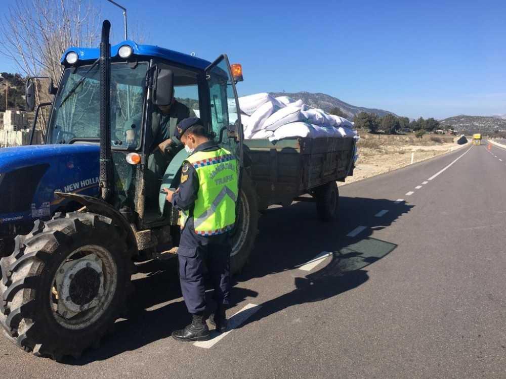 Jandarma göz açtırmadı, 260 motosiklet ve 50 traktör sürücüsüne 165 bin 500 TL ceza uygulandı