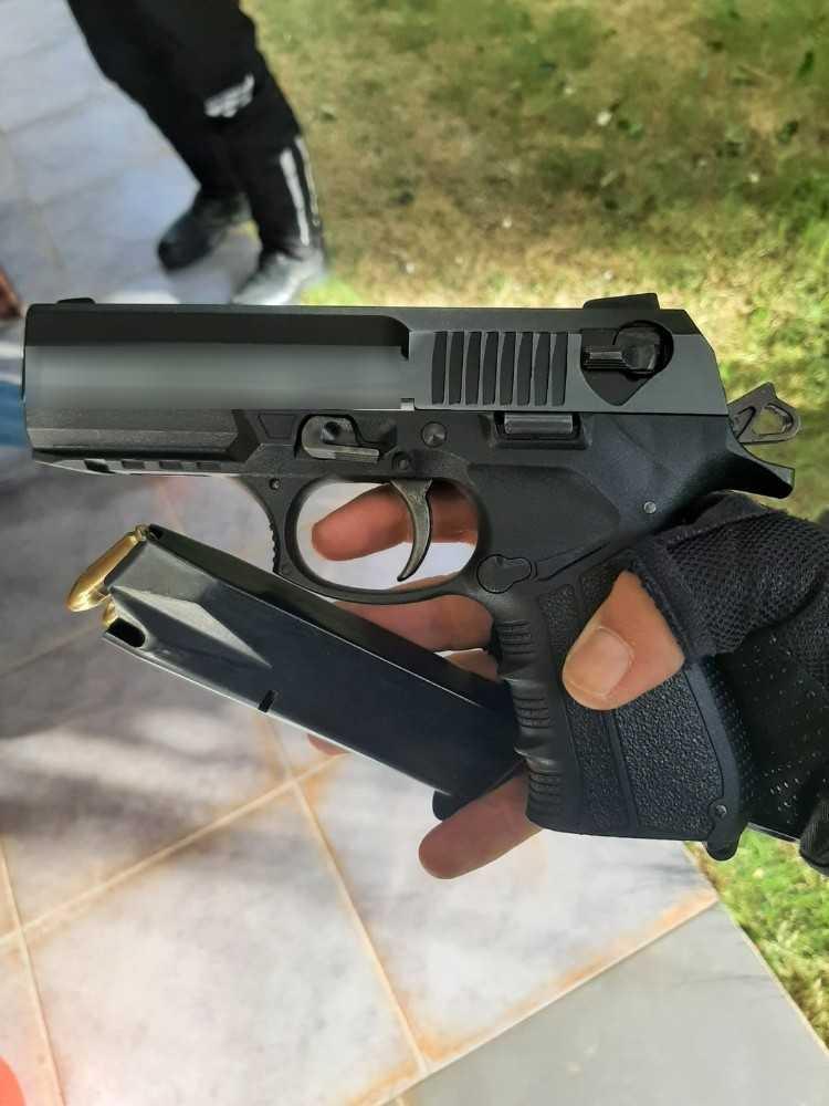 KAAN uygulaması ile şüpheli şahıs ruhsatsız tabancayla yakalandı