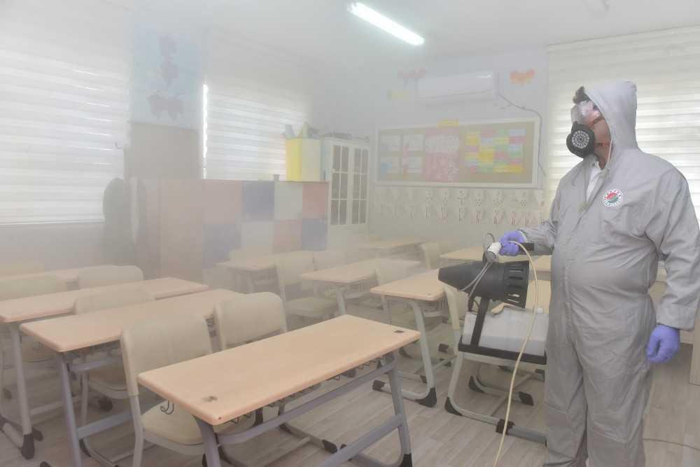 Kepez'de yüz yüze eğitim öncesi 12 okul dezenfekte edildi