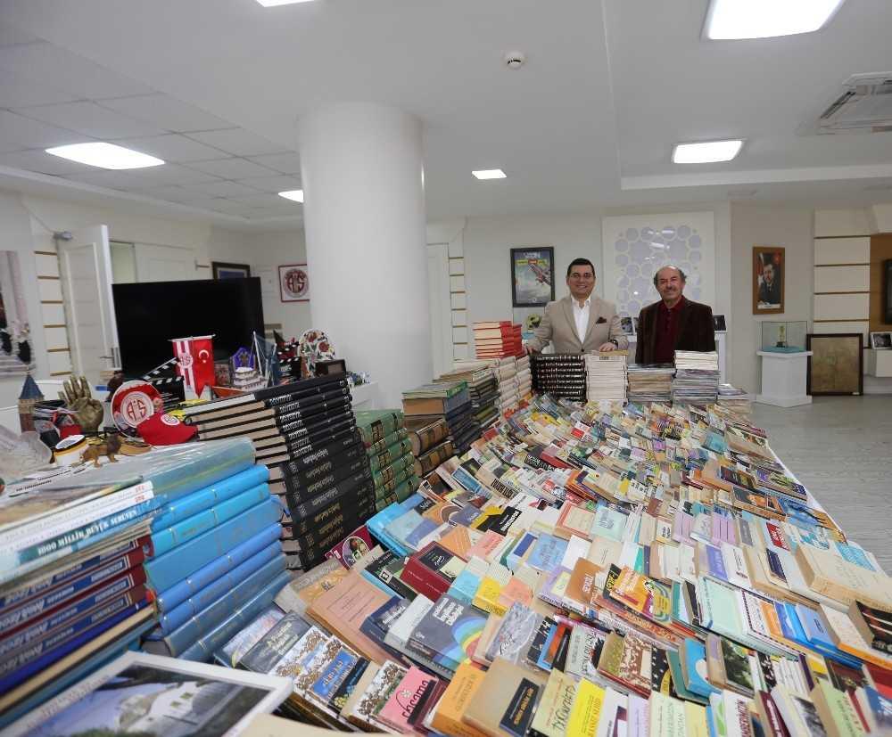 Kepez'in kitap bağış kampanyasına rekor bağış