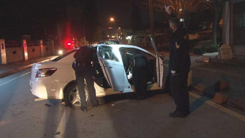 Kısıtlama saatinde polisin 'Dur' ihtarına uymayıp kaza yaptı
