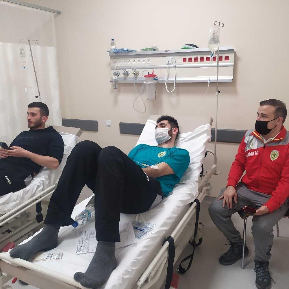 Maç dönüşü fenalaşan 6 sporcu hastanede tedavi edildi