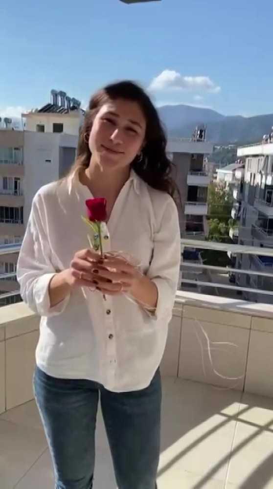 Mehmetçikten Antalya'daki Sevgililer Günü'nde droneli gül hediyesi