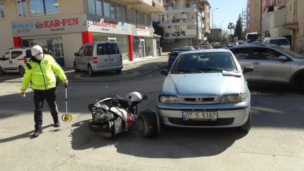 Savrulan motosikletten kaskı sayesinde kurtuldu
