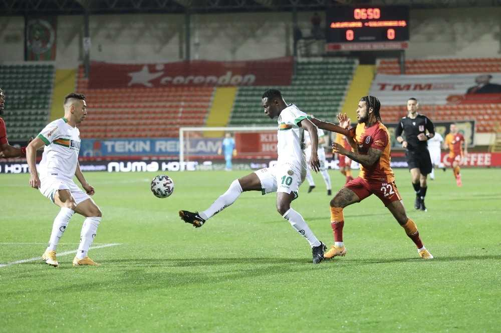 Süper Lig: Aytemiz Alanyaspor: 0 - Galatasaray: 1 (İlk yarı)