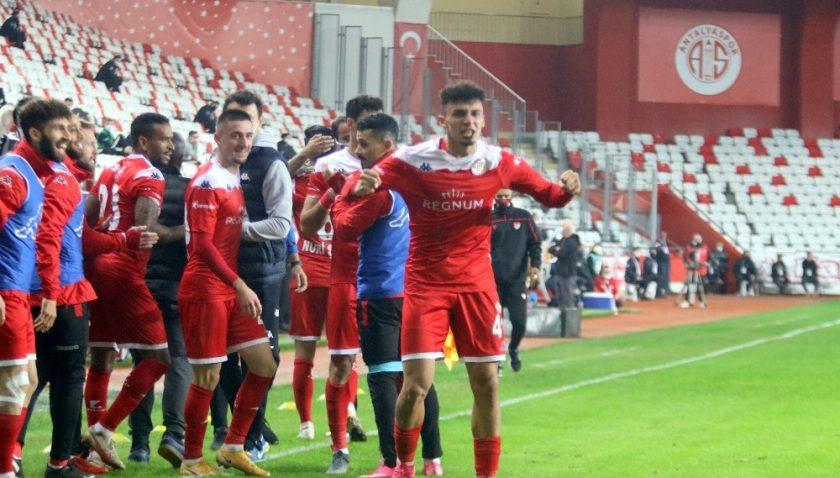 Süper Lig: FT Antalyaspor: 1 – Beşiktaş: 0 (İlk yarı)