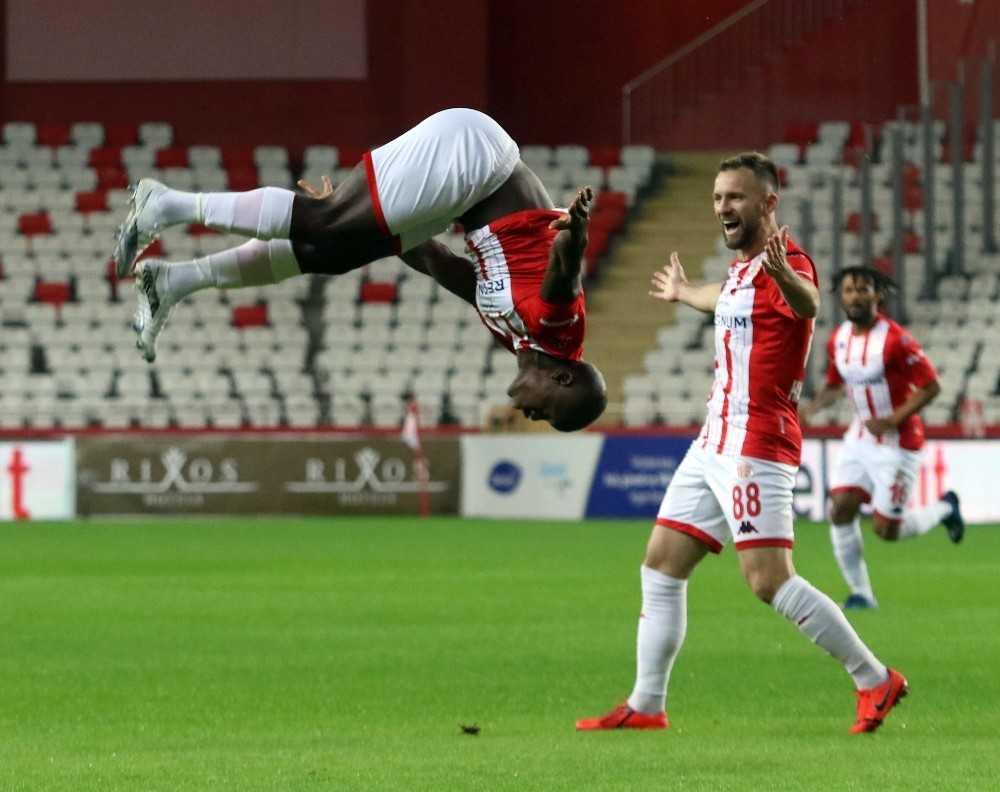 Süper Lig: FT Antalyaspor: 1 - Yeni Malatyaspor: 1 (İlk yarı)
