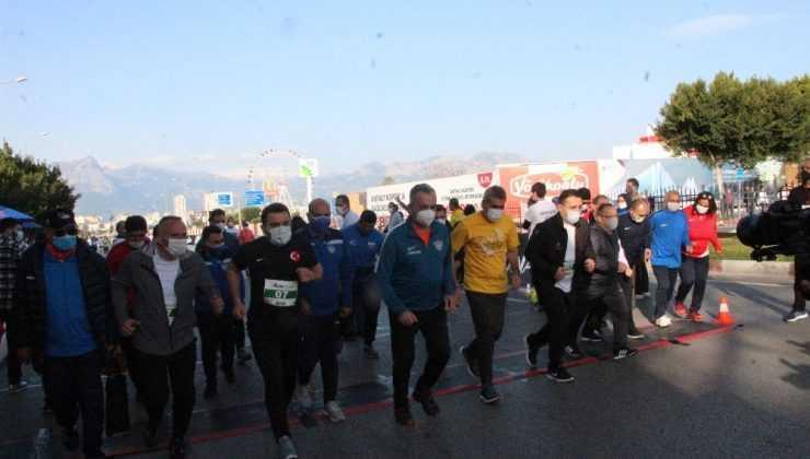 16. Runatolia maratonu, 39 ülkeden 3 bin 500 sporcunun katılımı ile koşuldu