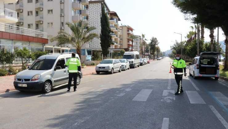Alanya'da hafta sonu yasağa uymayanlara ceza yağdı