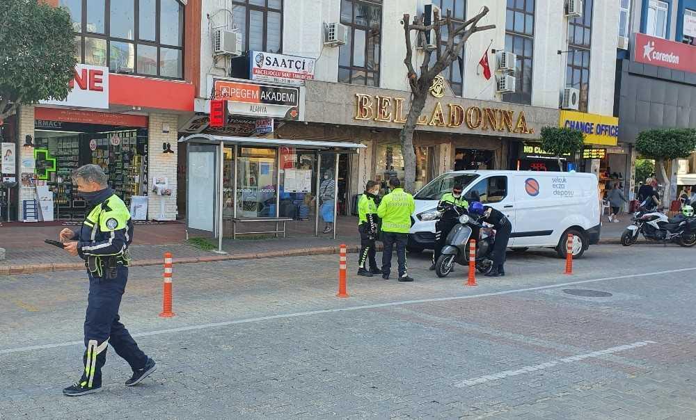 Alanya'da polisten kurallara uymayan sürücülere yönelik denetim