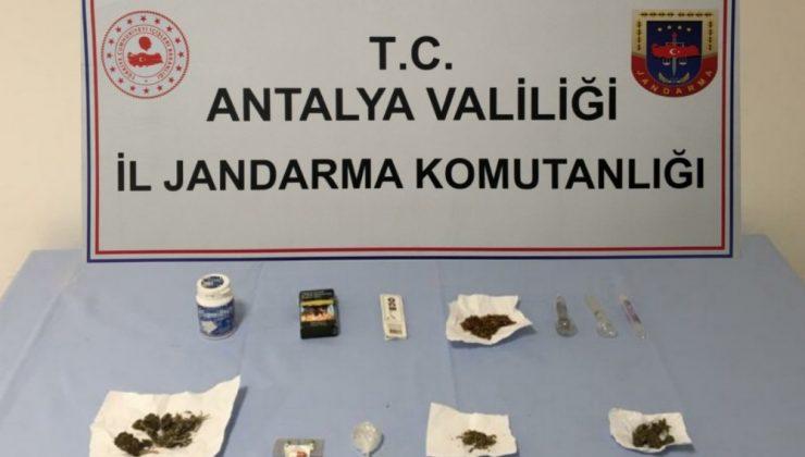 Antalya'da ev ve araçta uyuşturucu madde ele geçirildi