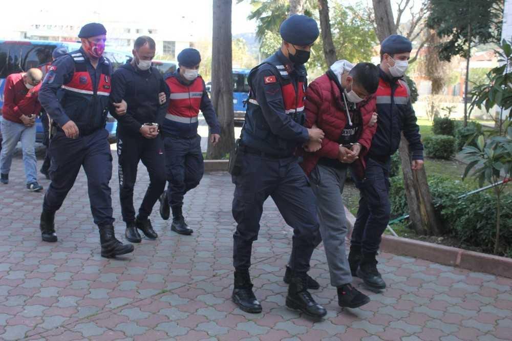 Antalya'da insan kaçakçılığı iddiasına 11 tutuklama