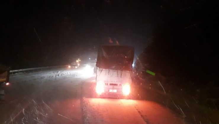 Antalya'da kar yağışı; Antalya-Konya karayolunda kar kalınlığı 30 santime ulaştı
