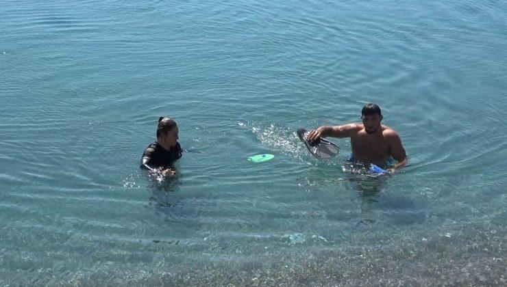 Antalya'da karlı dağların gölgesinde deniz keyfi