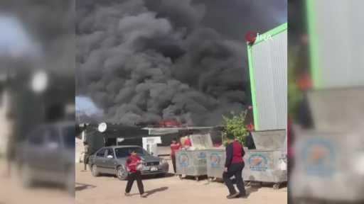 Antalya'da sera işçilerinin kaldığı barakalarda ağalatan yangın