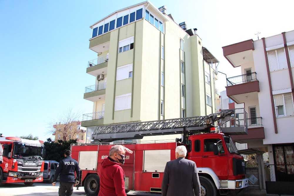 Antalya'da terasta korkutan yangın