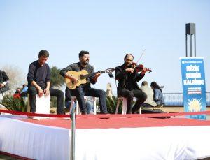 Canlı müzik performansı 'Müzik Şehrin Kalbinde' moral veriyor
