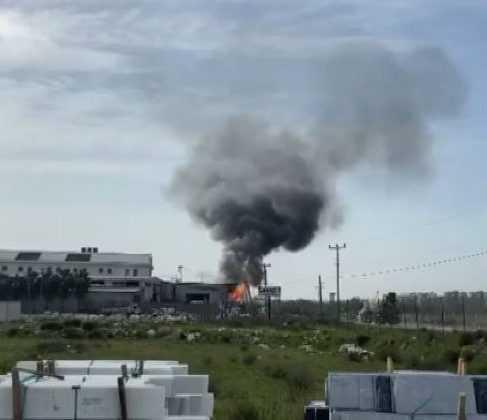 Geri dönüşüm fabrikasındaki yangın büyümeden söndürüldü