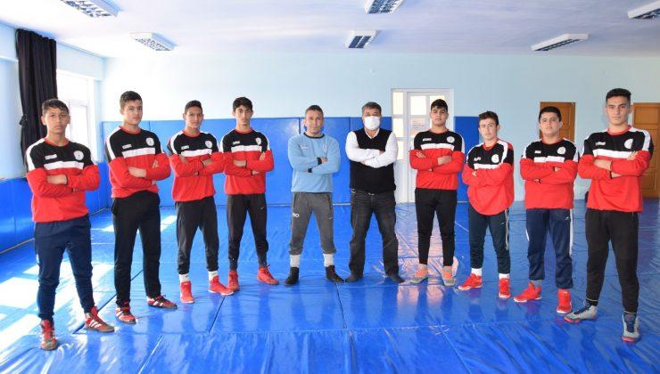 Güreş milli takımı seçmelerine Kumluca'dan 8 sporcu katılacak