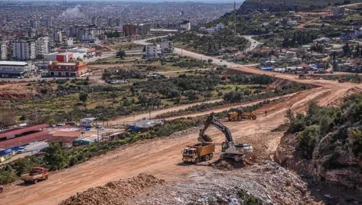 Karayolu için 13 bin kamyon hafriyat, 3 bin kamyon karşılığı kaya kaldırıldı