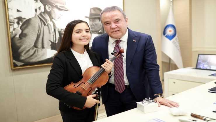 Keman Yıldızı Elif Eroğlu Polonya'da birincilik kazandı
