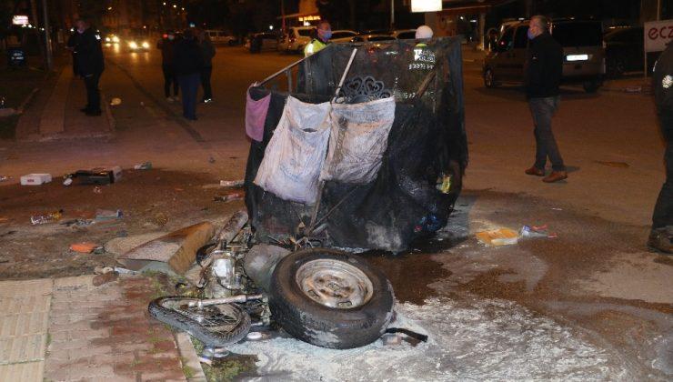 Motosikletine çarptıkları çöp toplayıcı genci döverek hastanelik ettiler