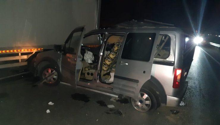 Otomobil park halindeki kamyonete çarptı: 2 yaralı