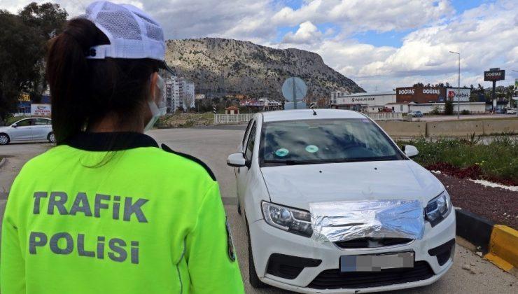 Radar kurnazlarının CD, alüminyum folyo ve saç spreyi oyunlarına trafik polislerinden uygulamalı yanıt