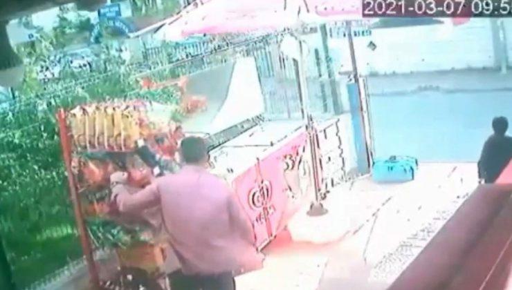 Rüzgarla ilerleyen cips standının peşine taktığı marketçiye hırsız şoku