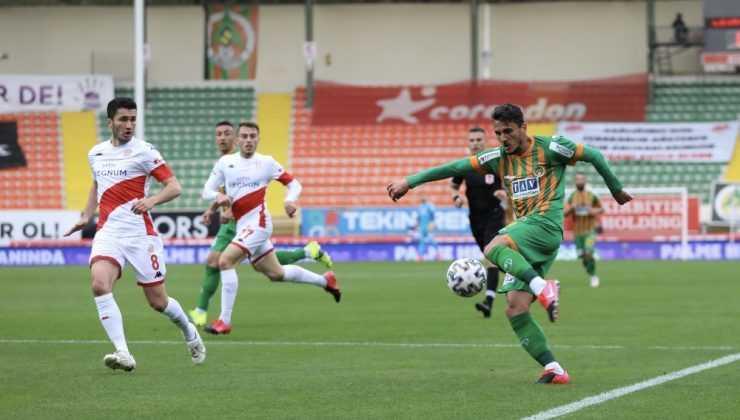 Süper Lig: Aytemiz Alanyaspor: 2 – FTAV Antalyaspor: 0 (İlk yarı)