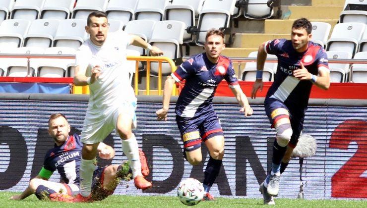 Süper Lig: FT Antalyaspor: 0 – BB Erzurumspor: 1 (İlk yarı)