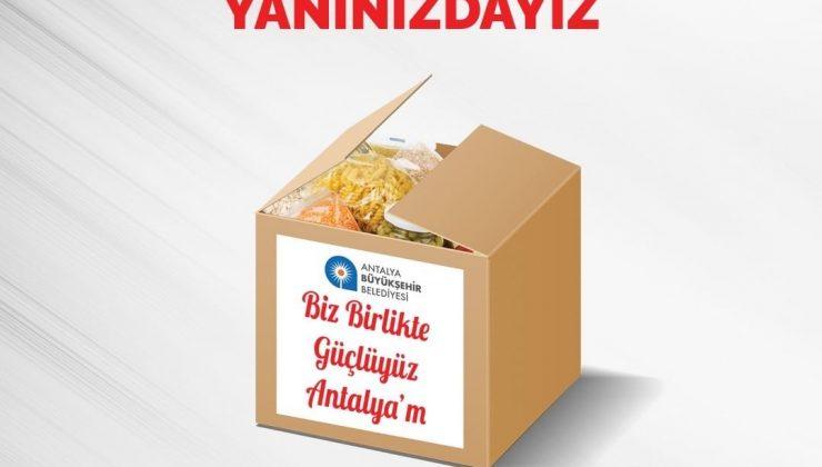 Antalya Büyükşehir Belediyesi, Ramazan paketi dağıtıyor.