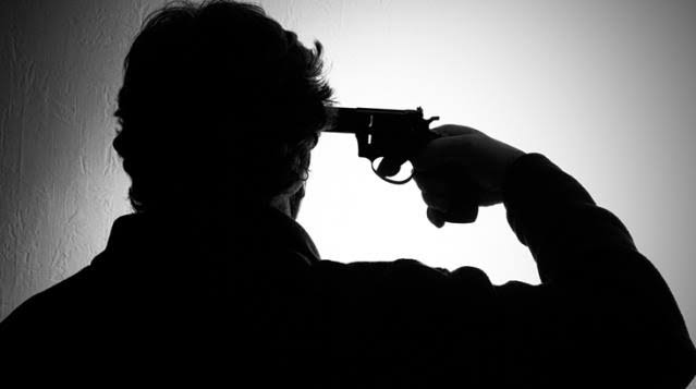 12 yıllık polis memuru, görev yaptığı emniyet binasının bodrumunda beylik tabancasıyla intihar etti.
