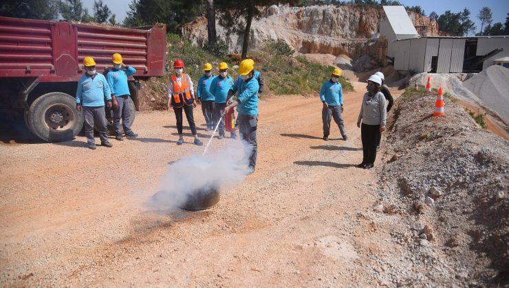 Alanya Belediyesi ekiplerine uygulamalı yangın eğitimi