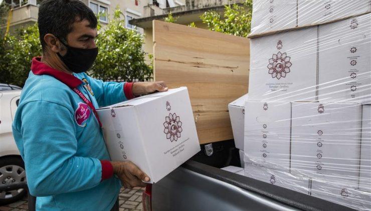 Alanya Belediyesi ramazan paketlerini dağıtmaya başladı